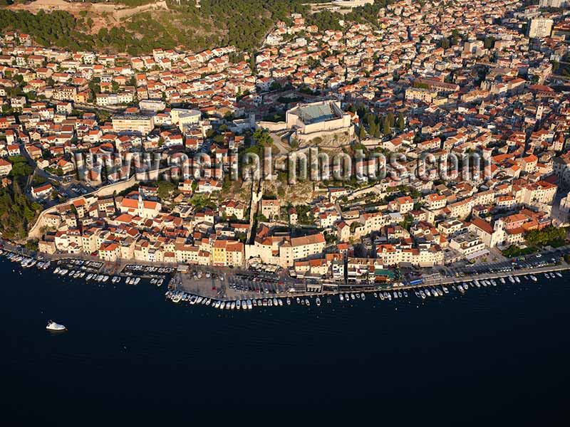 AERIAL VIEW photo of the city of Sibenik, Dalmatia, Croatia. ZRAČNI POGLED fotografija, Dalmacija, Hrvatska.