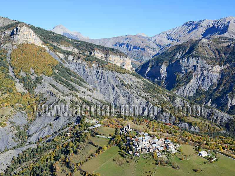 Aerial view, Châteauneuf d'Entraunes village, Mercantour National Park, French Alps, France. VUE AERIENNE Alpes-Maritimes.
