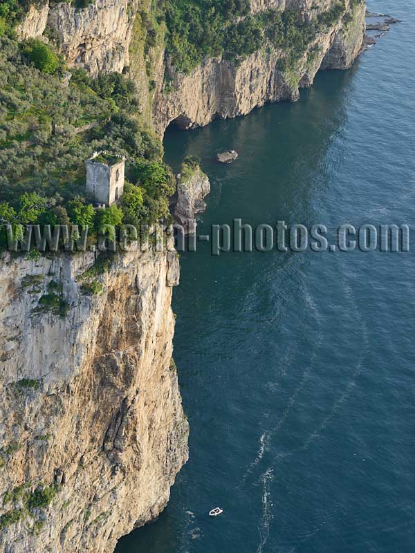 Aerial view of a watchtower, Vico Equense, Campania, Italy. VEDUTA AEREA foto, Italia.