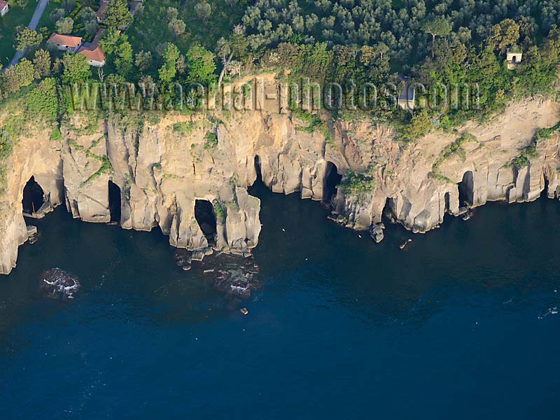 Aerial view of a sea cliff with caves, Piana di Sorrento, Campania, Italy. VEDUTA AEREA foto, Italia.