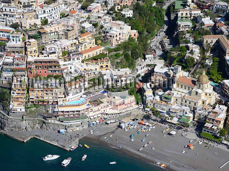Aerial view of Positano beach and church, Amalfi Coast, Campania, Italy. VEDUTA AEREA foto, Italia.